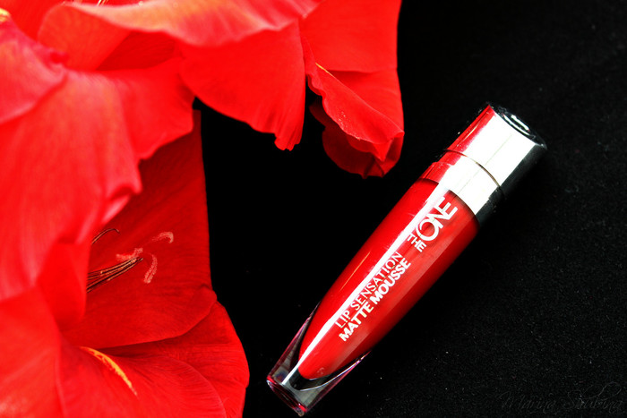 красная помада-мусс Oriflame The One Lip Sensation Matte Mousse