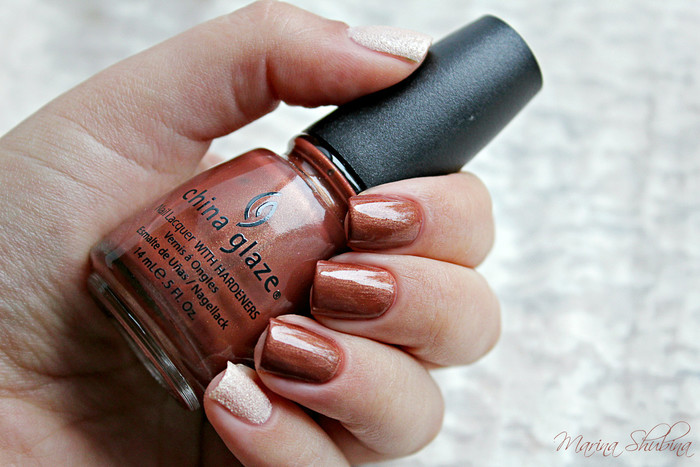China Glaze Far Out + Divage Sugar Matt 02
